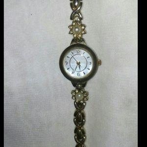 Accessories - 💰CLEARANCE💰 Vintage Ladie's Watch